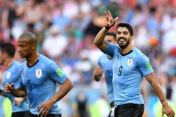 Uruguay gana a Arabia con gol de Suárez y pasa a octavos