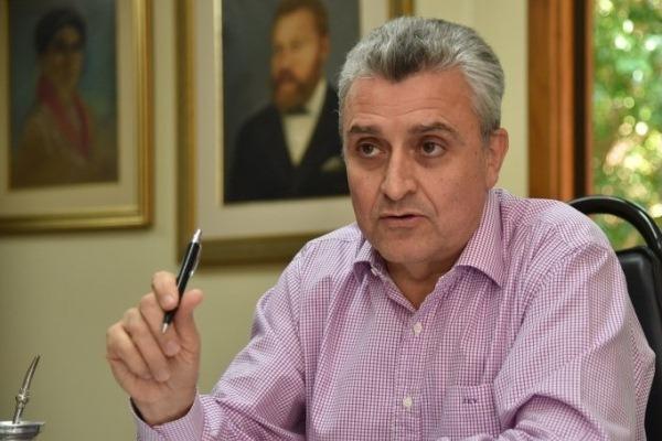Ministro responsabiliza a dirigentes deportivos por la violencia entre barras
