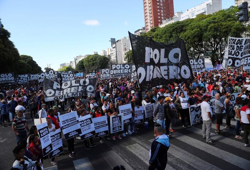 Miles de manifestantes marchan en Argentina en contra del G-20