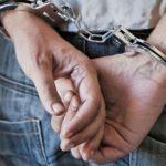 joven detenido persona detenida ilustrativa 001