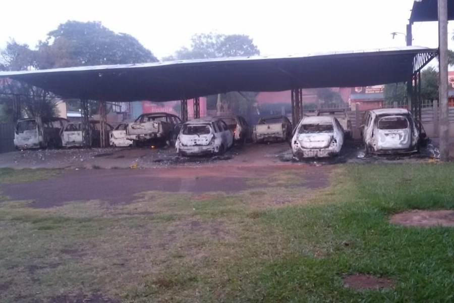 Atacan viviendas y playa de vehículos en Ypehû 003