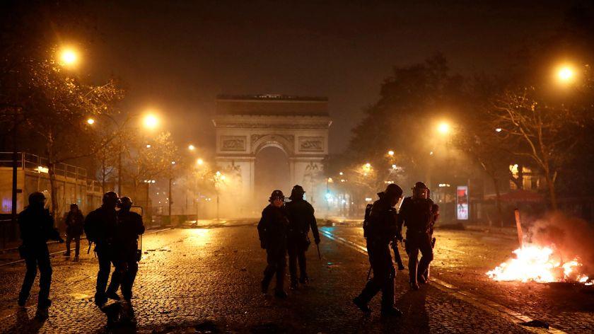 El Gobierno francés renuncia a la subida de impuestos sobre los carburantes
