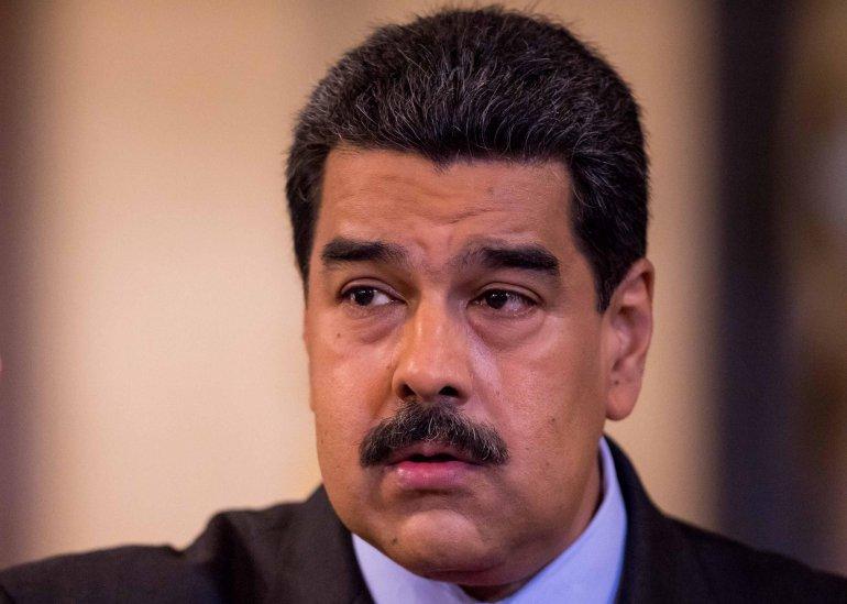 """Maduro denuncia """"persecución nazi fascista"""" de venezolanos en Ecuador"""
