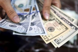 billetes de dolar dolares REUTERS