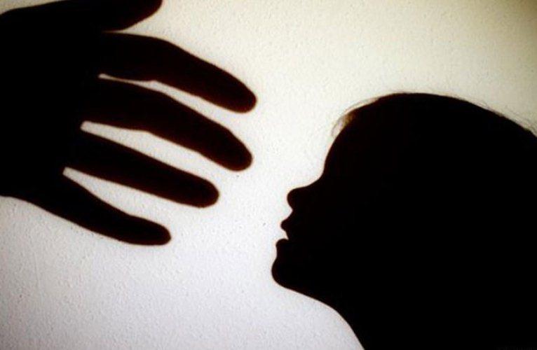 mujer víctima violencia abuso sexual violación referencial ilustrativa sombra GRUIL COM