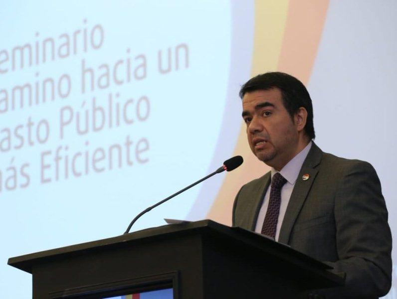 viceministro de Administración Financoera Oscar Llamosas HACIENDA 000