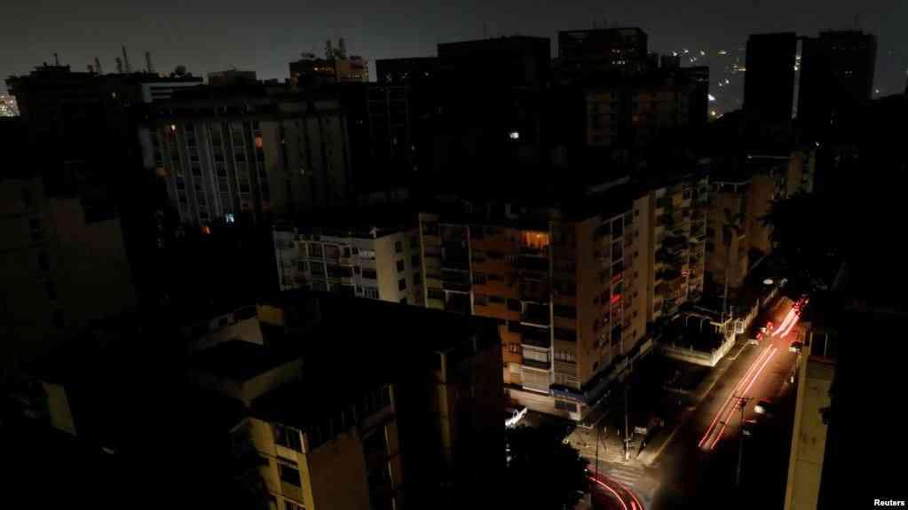 Gobierno venezolano suspende clases y actividades laborables para este lunes por apagón