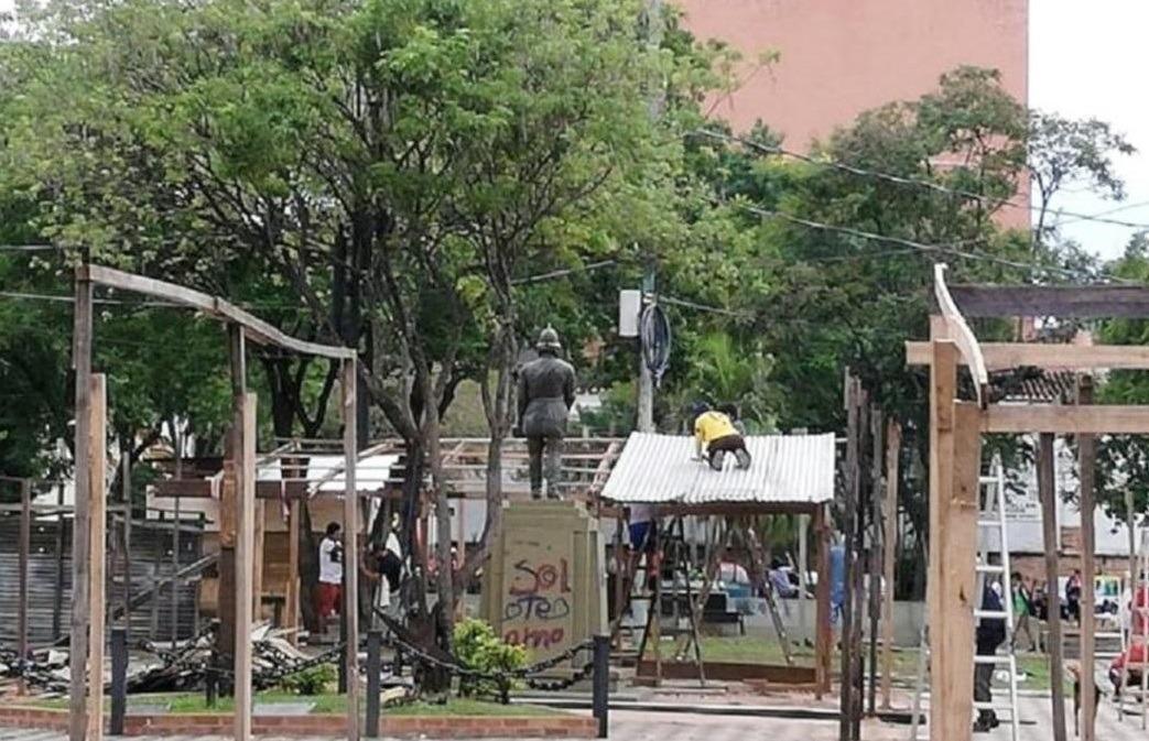 Los damnificados y la ocupación de las plazas públicas