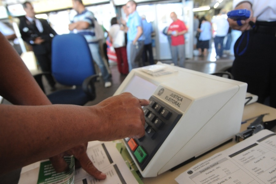 Urna electrónica voto electrónico INTERNET