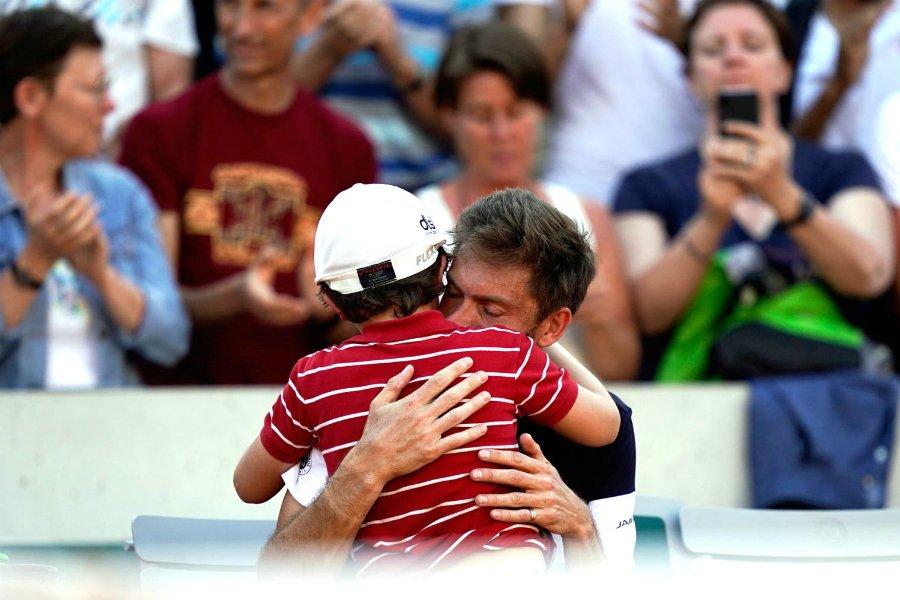 El hijo de Mahut conmueve al mundo del tenis tras consolar a su padre