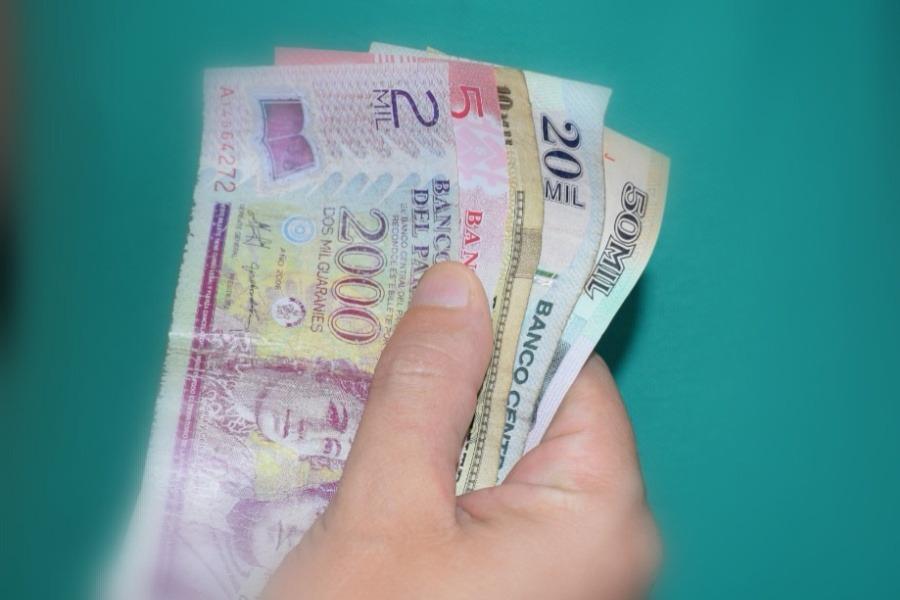 dinero circulante economia guaranies