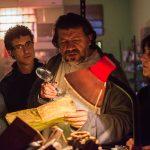 El actor Mario Tonhanez recibiendo indicaciones de los directores Juan Carlos Maneglia y Tana Schembori Backstage LOS BUSCADORES FACEBOOK