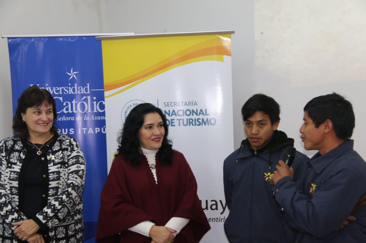 Jóvenes nativos son incluidos como guías turísticos de la Misión Jesuítica de Trinidad