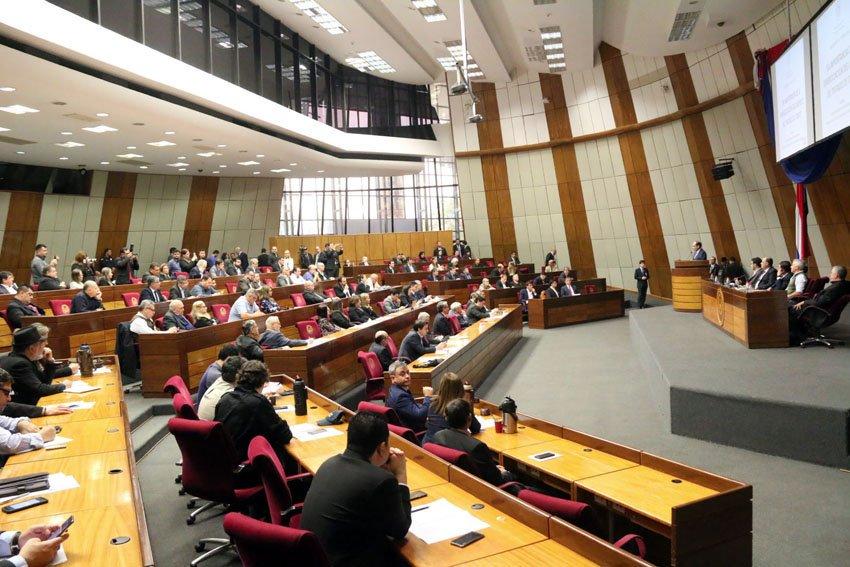 Kattya González ya no formaría parte de la Comisión del caso Itaipú