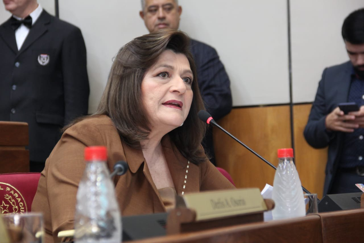 """Blanca Ovelar: """"lo que el tabaco paga de impuestos es ridículo"""""""