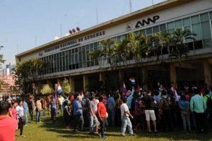 Paseros manifestantes coparon el predio de Aduanas, tras un acuerdo previo UH