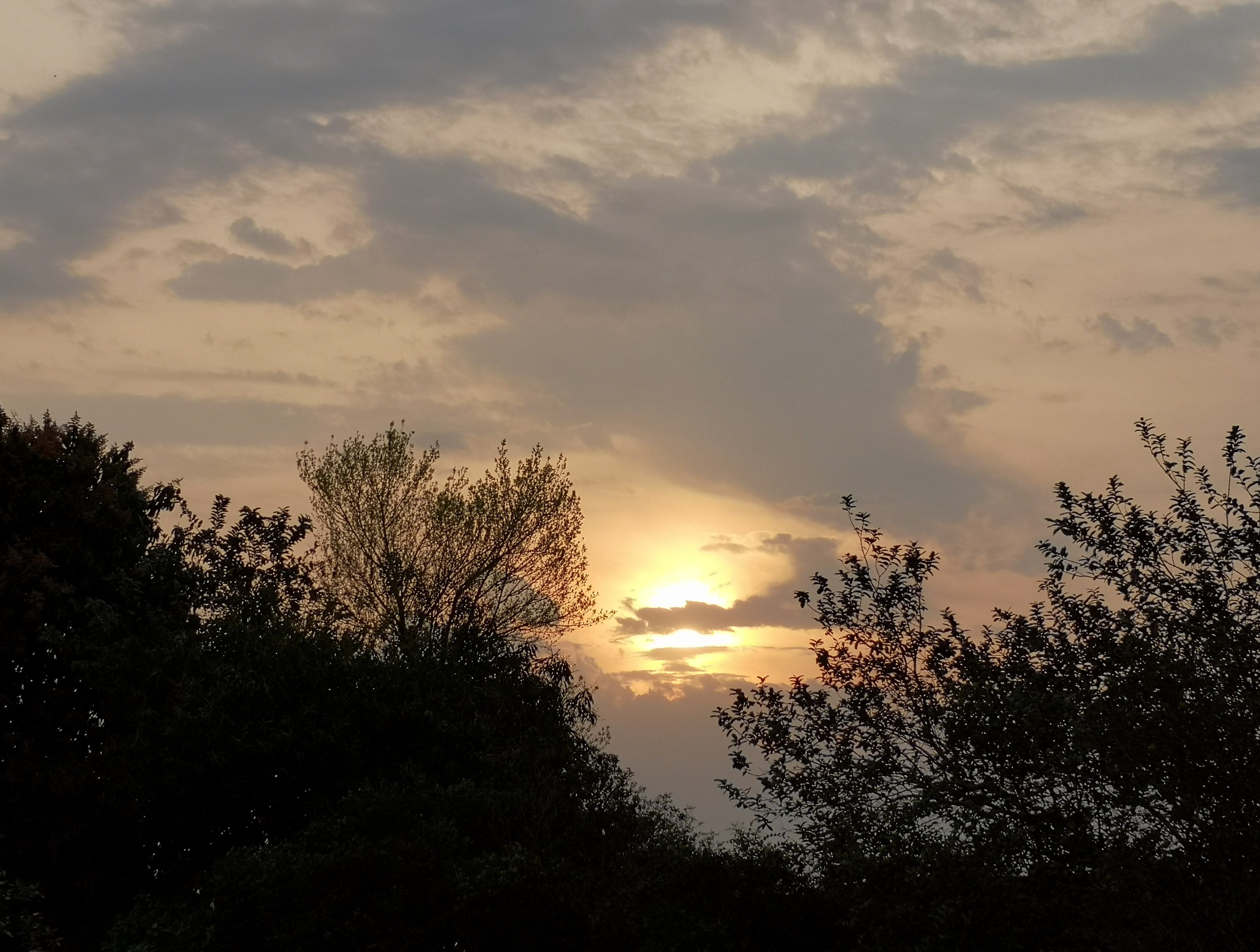 clima ambiente nubes sol calor calido humo bruma 03
