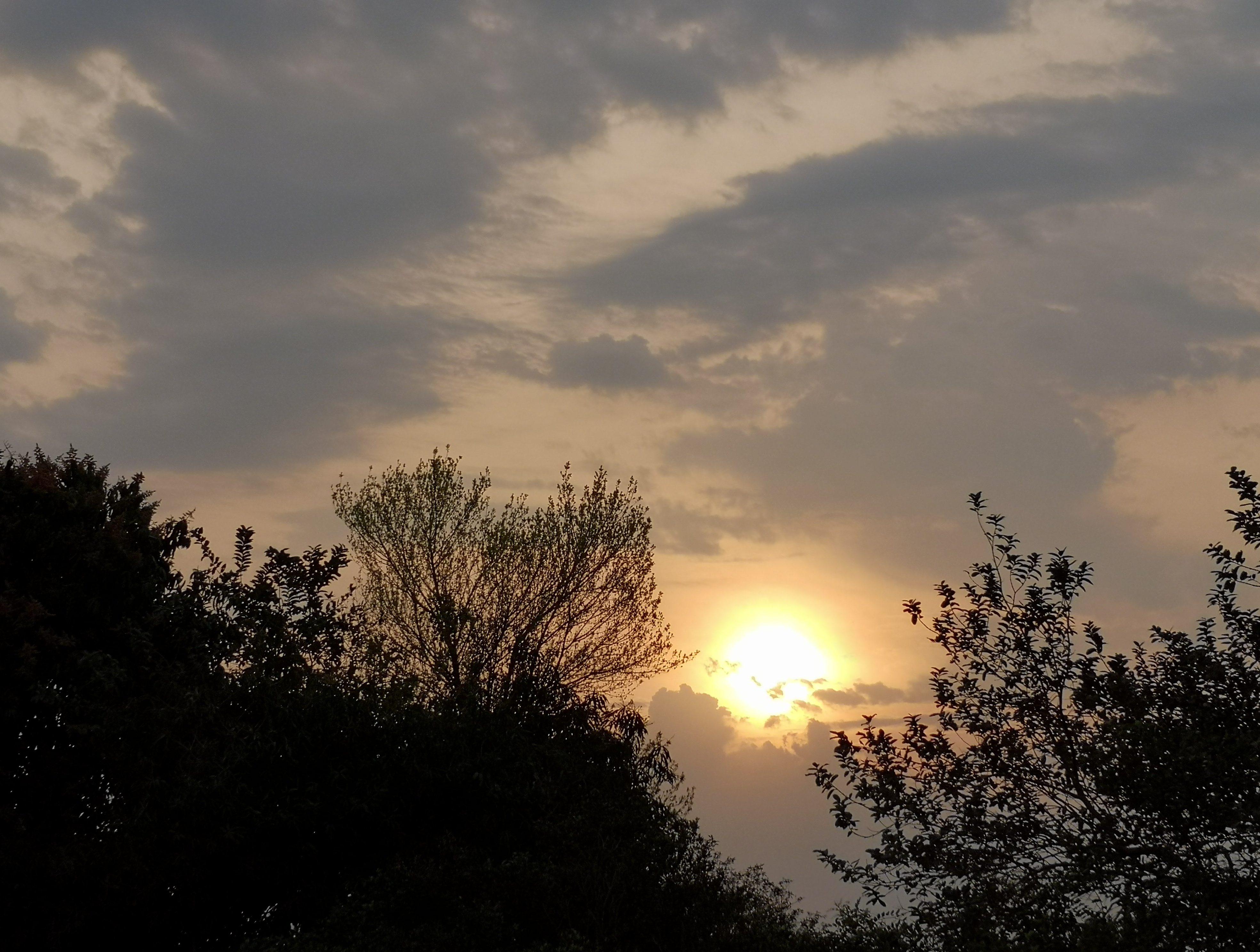 clima ambiente nubes sol calor calido humo bruma 05