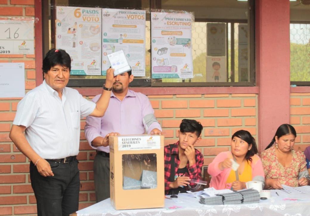 Ganó Evo Morales pero habría segunda vuelta