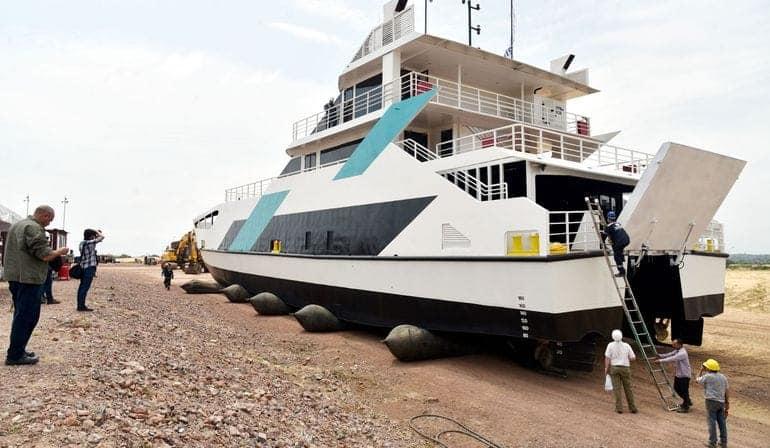 Primer ferry de pasajeros y autos FB ELECTRONICA NAVAL PY