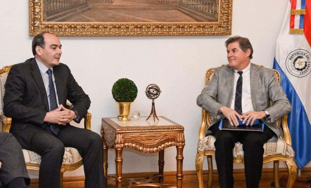 embajador Antonio Rivas Palacios y Juan Carlos Murillo, representante regional de la ACNUR TWMRE