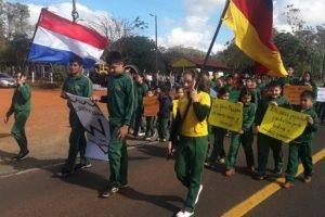 escuela de la estancia Alegría salieron ayer a la ruta con carteles a protestar contra Diputados DIARIO UH