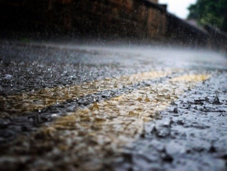 gotas de lluvia en el piso frio fresco clima INT