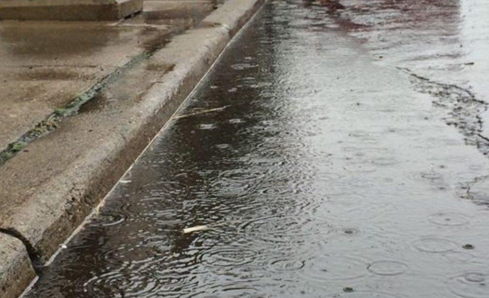 gotas de lluvia lluvias en el piso frio fresco clima gannett-cdn COM