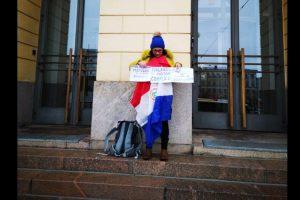 paraguaya protesta frente al congreso finlandia refugio arrom marti colman GENT edit