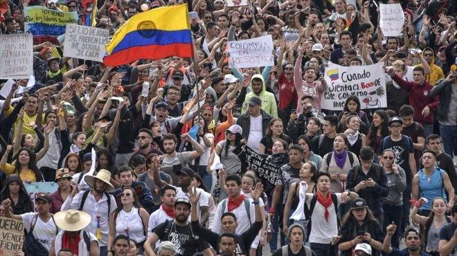 Decretan toque de queda en Bogotá