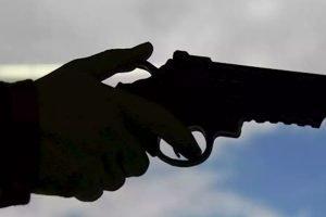 sicariato asesinato arma de fuego ILUST