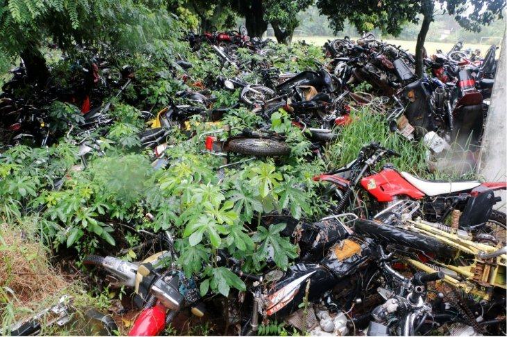 motos chatarras en la Agrupación Ecologica de la Policia, pertenecen a la Fiscalia EXTRA 03