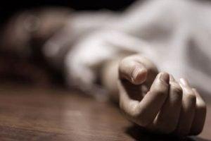 mujer muerta imagen ilustrativa