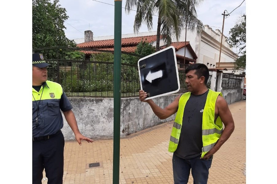 cartel indicatorio direccion calle Asuncion Foto TW PMT