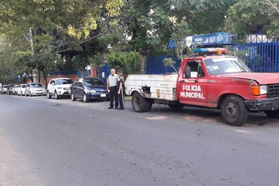 policia municipal de transito en zona del colegio santa elena de asuncion TW PMT