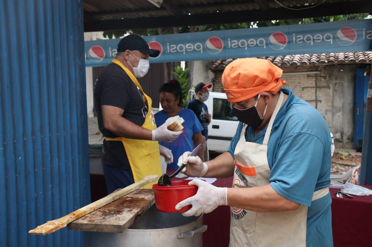 Almuerzo pupular: voluntarios alimentaron a 280 personas en Barrio Obrero