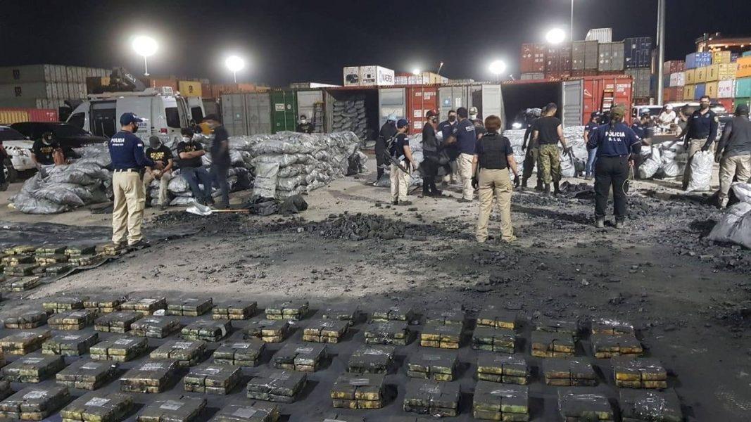MEGA allanamiento Puerto Privado TERPORT Villeta Antinarcóticos Policía Nacional cocaina carbon 02