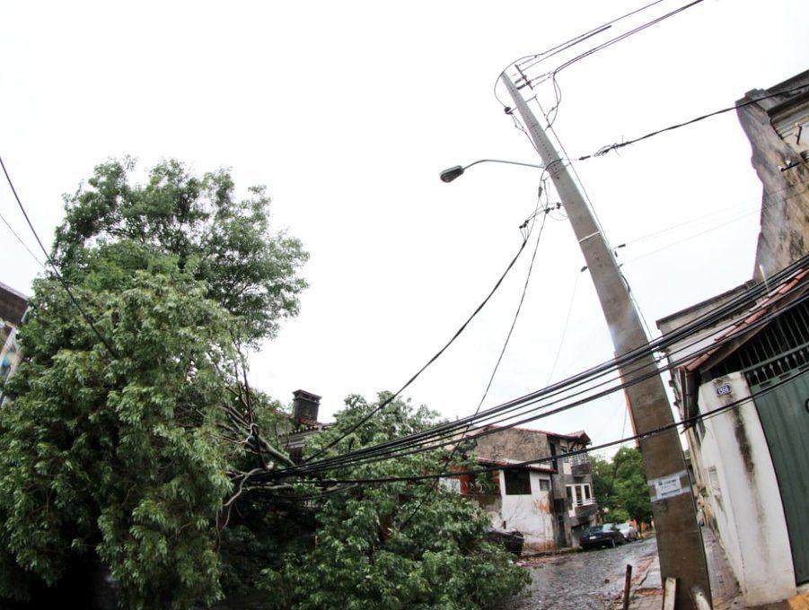Daños ocasionados por temporal al tendido eléctrico en Media y Baja Tensión ANDE