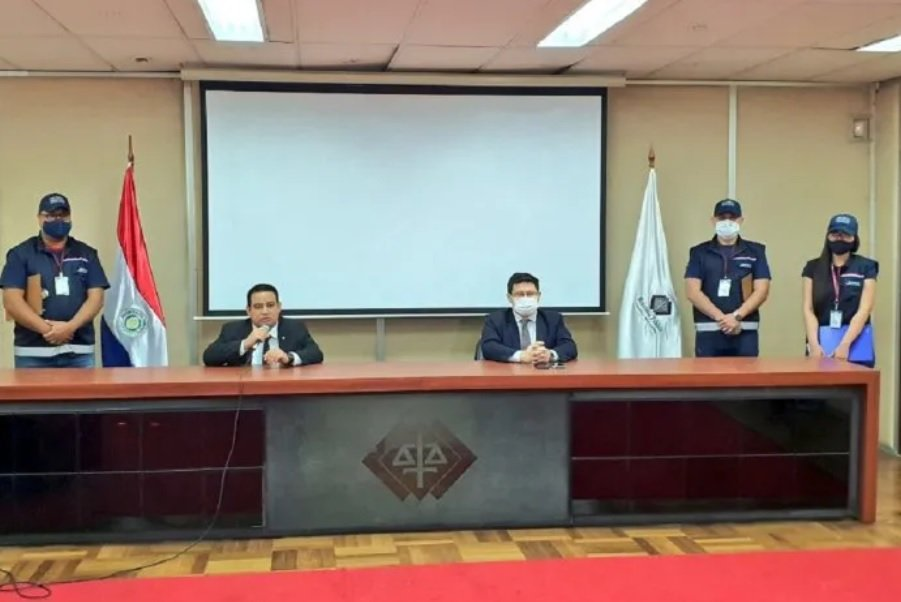 El viceministro de Tributación, Óscar Orué, y el fiscal Juan Manuel Ledesma en conferencia de prensa