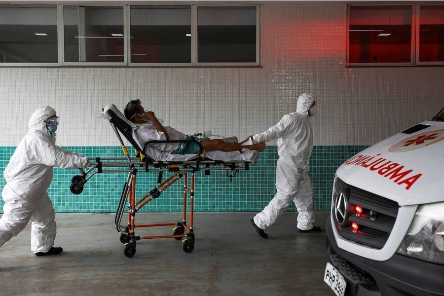 ambulancia covid manaos brasil uol