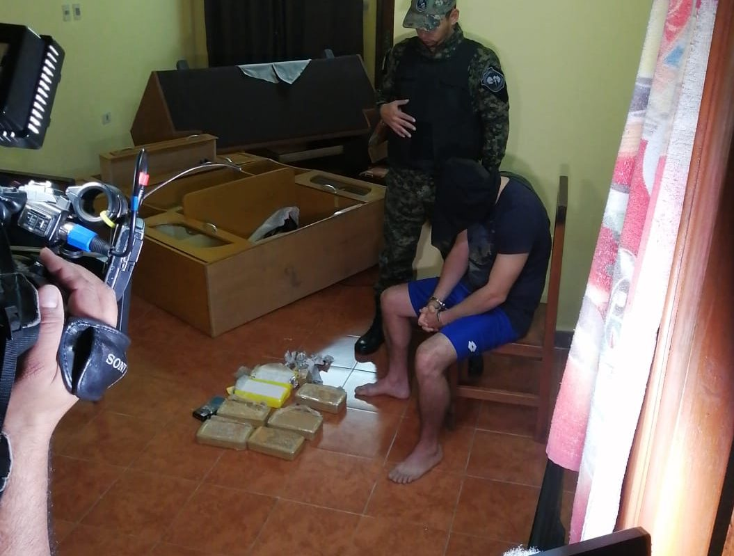 Operativo policial busca desarticular red de microtráfico del clan Rotela
