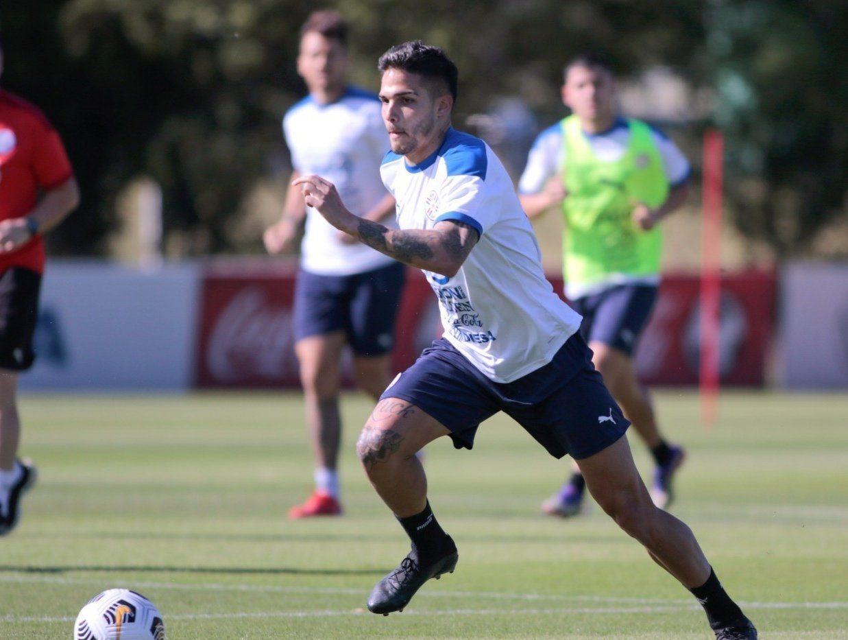 delantero Luis Amarilla Albirroja 02